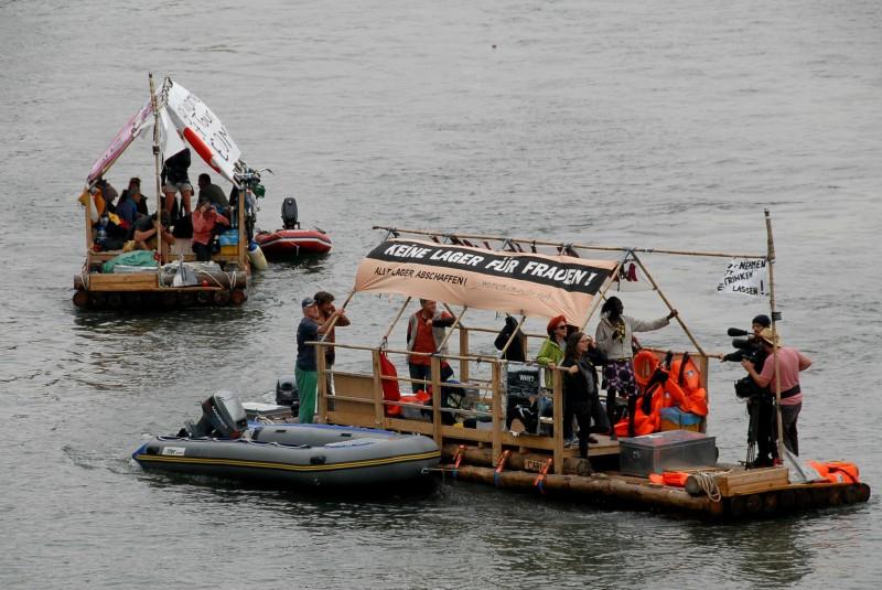 Die Fluchtschiffe auf dem Rhein-Herne-Kanal in Essen. Foto von Anne Hemeda am 13. August 2014. Creative Commons Lizenz CC BY-NC-ND 4.0.